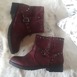 Muk Luks Burgundy ankle boots sz 9 nwt